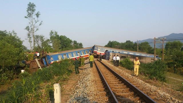 Hiện trường vụ tai nạn nghiêm trọng giữa tàu hỏa và xe tải. Ảnh: L.C