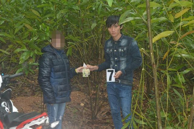 Đối tượng Nguyễn Văn Lộc thực nghiệm lại hiện trường. Ảnh: CACC
