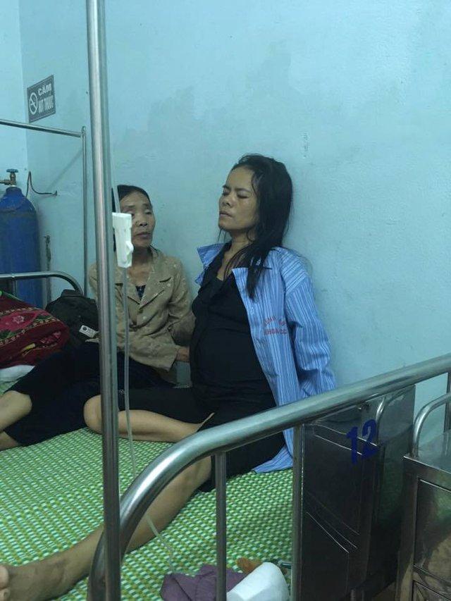 Chị Huyền (mặc áo bệnh nhân) đang trải qua giai đoạn cuối căn bệnh ung thư gan.
