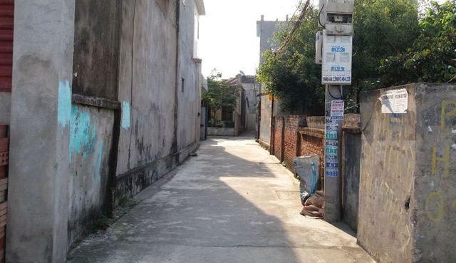 Con ngõ ngỏ dẫn vào nhà đối tượng Tuyên tại thôn Phú Lạc, xã Phú Xuân. Ảnh: Đ.Tuỳ