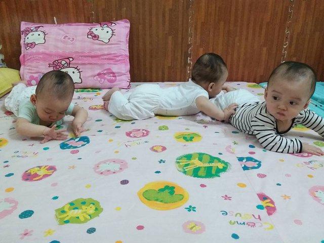 Hiện tại, chị Hằng cho biết, ba con ngủ ngon, bú khỏe, tinh nghịch.