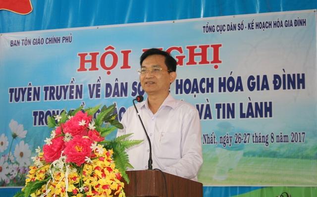 TS. Lê Cảnh Nhạc – Phó Tổng cục trưởng Tổng cục DS-KHHGĐ, chia sẻ cùng đồng bào giáo dân.