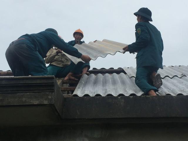 Khắc phục hậu quả mưa bão tại Huế.