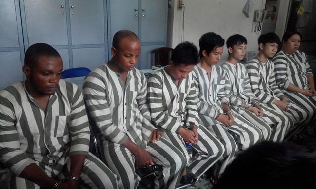 Nhóm đối tượng nước ngoài lừa đảo bị cơ quan công an bắt giữ. Ảnh:TS