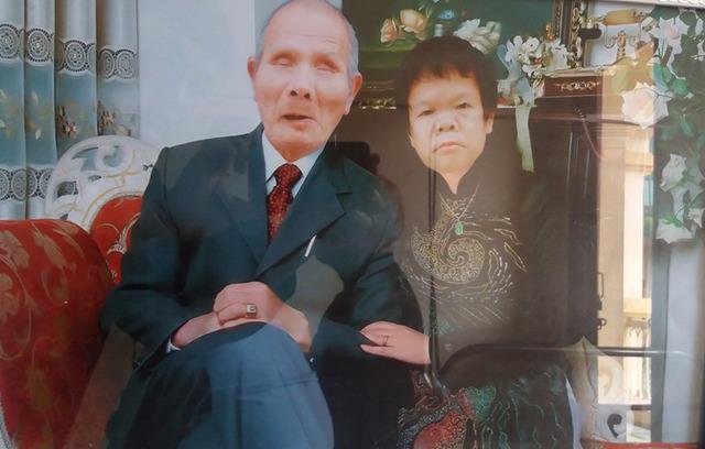 Bức ảnh kỷ niệm 15 năm ngày cưới của hai ông bà. Ảnh: Đ.Tuỳ
