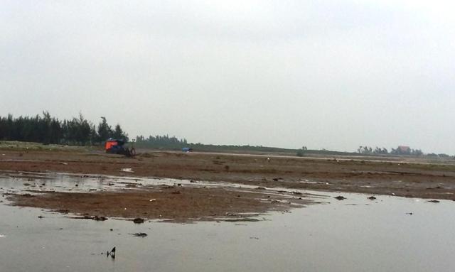 Đã có 1 đối tượng đứng ra khai nhận việc tổ chức khai thác cát trái phép trên biển.