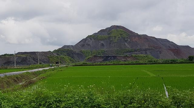 Sự việc tụ tập, phản đối hoạt động khai thác than của người dân xã An Khánh diễn ra đã lâu khoảng 5 tháng nay. (ảnh: Đỗ Lực)