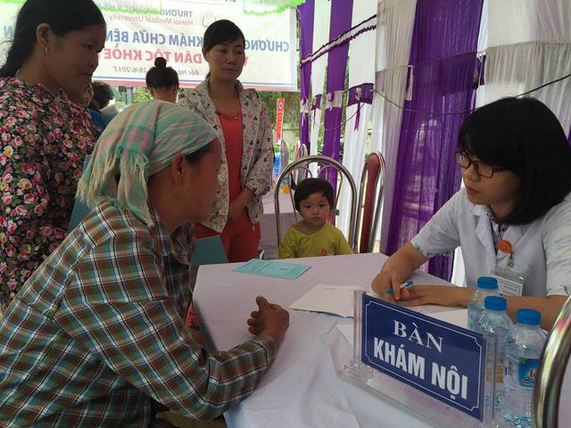 Khám cho bà con ở huyện Bắc Hà, Lào Cai
