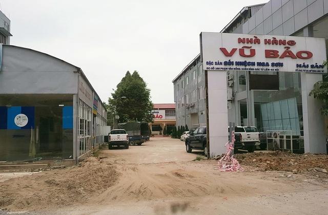 Công ty TNHH Nhà hàng Vũ Bảo được Công ty Hà Thái cho sử dụng khoảng 800 m2 đất sai phép để hợp tác kinh doanh nhà hàng ăn uống trong thời hạn 30 năm (ảnh chụp trưa 9/8/2017)