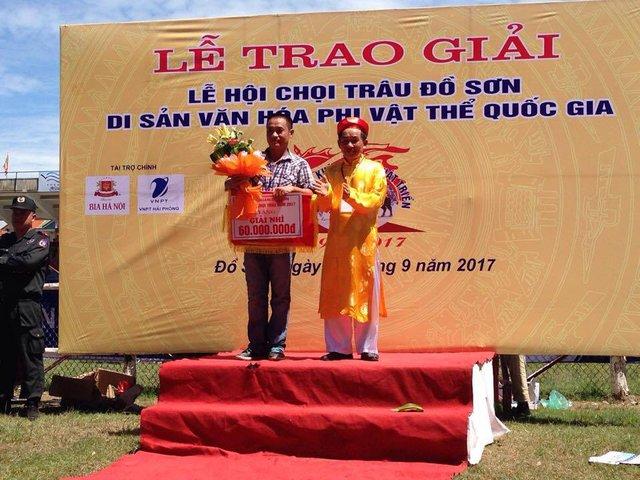 Chủ trâu Đinh Đắc Toàn (phường Ngọc Xuyên) đoạt giải nhì trong mùa giải năm nay.