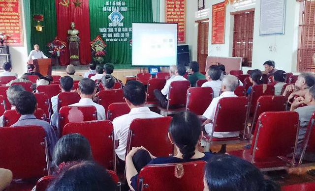 Ông Nguyễn Bá Tân nõi rõ về các bệnh thường gặp ở người cao tuổi. Ảnh: Trần Hường