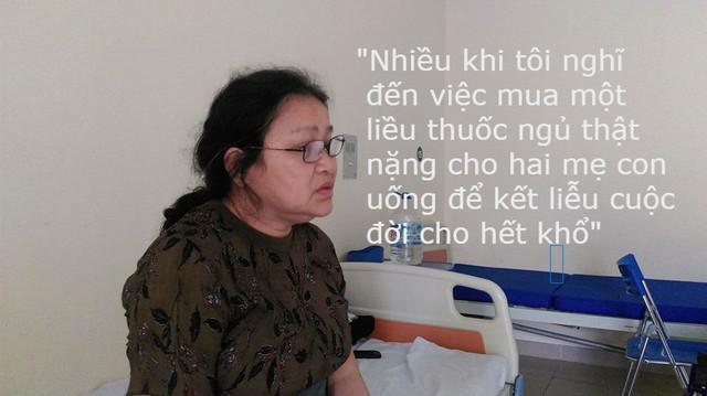 10 năm qua, bà Liên đưa con từ Nam ra Bắc để chữa bệnh. Ảnh: Ngọc Thi