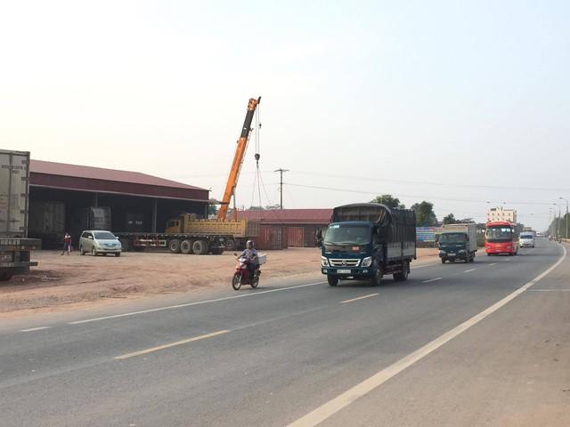 Hàng rào hộ lan QL1 đoạn đi qua huyện Lạng Giang bị tháo dỡ tiềm ẩn nhiều nguy cơ tai nạn cho người và phương tiện tham gia giao thông