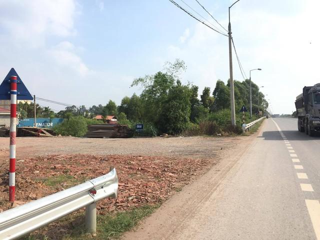 Các đoạn rào hộ lan bị tháo dỡ trái phép trên Quốc lộ 1 đoạn qua huyện Lạng Giang tiềm ẩn nhiều nguy cơ tai nạn giao thông cho các phương tiện và người dân đi qua khu vực này