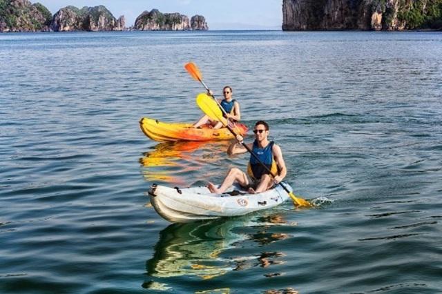 TP. Hạ Long khẳng định, không cấm dịch vụ Kayak mà chỉ dừng hoạt động. Ảnh: T.Kỳ