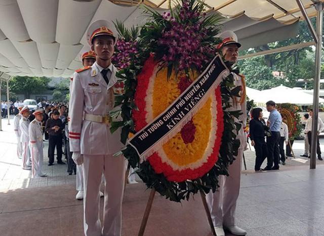 Thủ tướng Chính phủ Nguyễn Xuân Phúc gửi vòng hoa