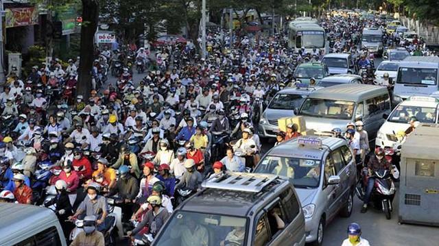Hà Nội tắc đường do có quá nhiều xe cá nhân, taxi, xe công cộng... chứ không phải bởi xe tải nhẹ?