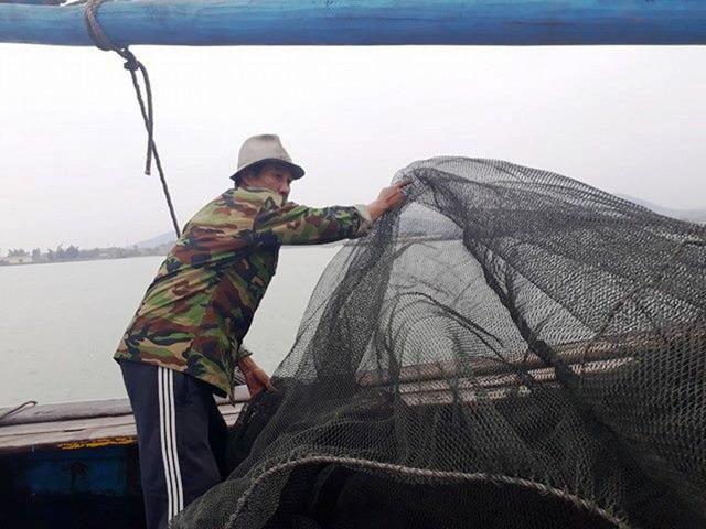 Ngư dân chấp nhận đón Tết trên biển vì mùa này đi biển thu nhập cao hơn mùa khác. Ảnh: M.K