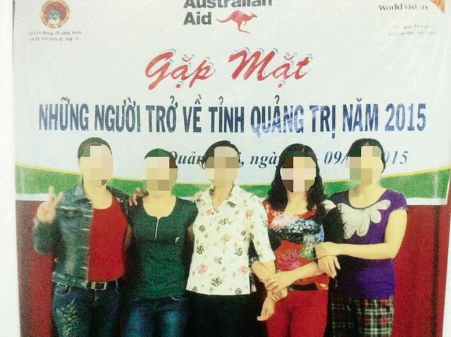 Chị T cùng một số nạn nhân buôn người ở Quảng Trị trong một lần gặp mặt. Ảnh: T.G