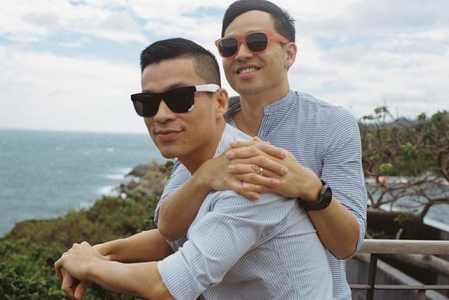 Nhà thiết kế Adrian Anh Tuấn và Sơn Đoàn là cặp đôi đồng tính được nhiều người ngưỡng mộ trong showbiz Việt. Đầu năm 2015 cặp đôi tổ chức đám cưới lãng mạn bên bờ biển Nha Trang với sự chứng kiến của gia đình, bạn bè và một số người nổi tiếng sau gần 3 năm hẹn hò. Đây cũng là hôn lễ đồng tính đầu tiên của showbiz Việt, thu hút sự chú ý rất lớn của truyền thông. Sau khi làm đám cưới, Adrian Anh Tuấn và Sơn Đoàn lúc nào cũng như hình với bóng, thường xuyên xuất hiện cùng nhau tại các sự kiện giải trí và kết hợp trong nhiều dự án về thời trang và du lịch.