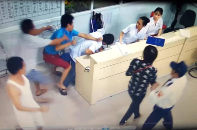 Bộ trưởng Nguyễn Thị Kim Tiến đề nghị xử lý nghiêm minh các đối tượng hành hung người bệnh và nhân viên y tế. Ảnh: TL