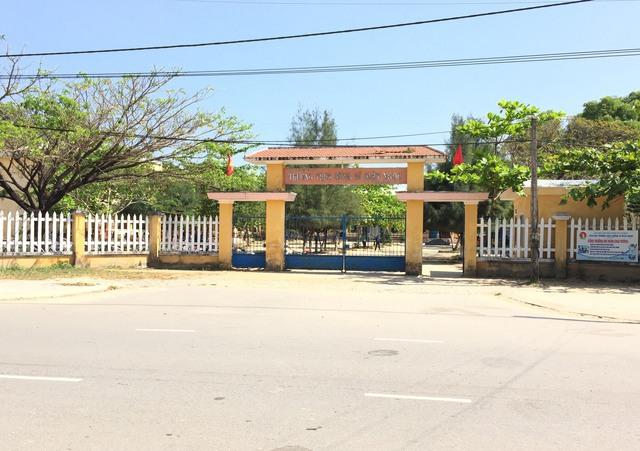 """Trường THCS Dũng sĩ Điện Ngọc, nơi phát hiện 17 em học sinh lớp 7 có biểu hiện """"phê"""" khi hút Shisha. Ảnh: T.T"""