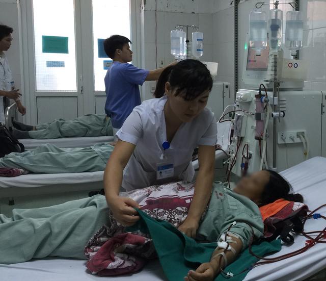 Chăm sóc bệnh nhân tại Bệnh viện Đa khoa Đống Đa (Hà Nội). Ảnh: T.Nguyên