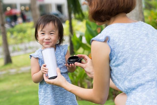 Mẹ có thể bổ sung dưỡng chất cho trẻ nhờ các sản phẩm đặc trị cho trẻ suy dinh dưỡng, thấp còi