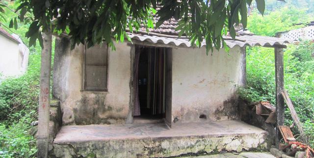 Căn nhà nhỏ bên quốc lộ là nơi sinh sống của cô giáo Phạm Hoàng Ngân