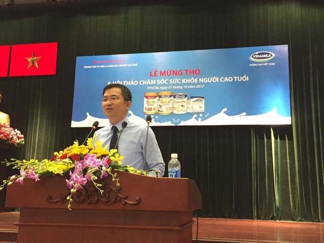 Ông Mai Thanh Việt – Giám đốc Marketing Ngành hàng Sữa Bột phát biểu tại Lễ mừng thọ và hội thảo chăm sóc sức khỏe.