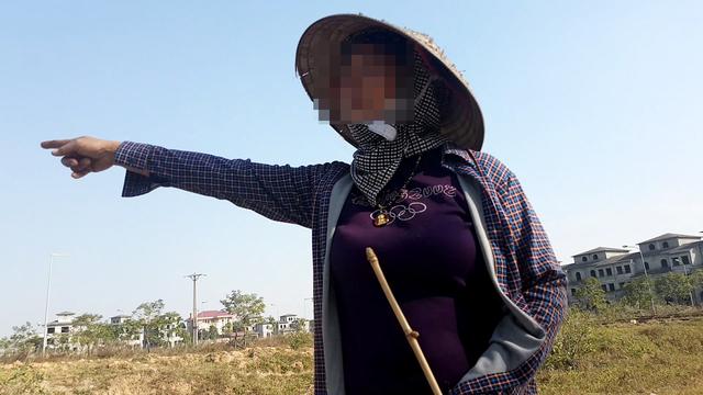 Bà Nguyễn Thị Th bức xúc với phóng viên.