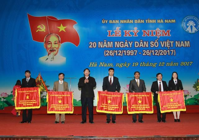 Các tập thể được nhận Cờ thi đua xuất sắc của UBND tỉnh Hà Nam