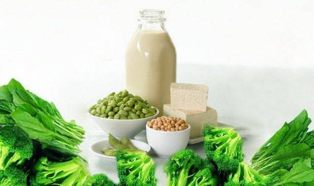 Những thực phẩm nên và không nên ăn dành cho dân văn phòng mắc bệnh xương khớp