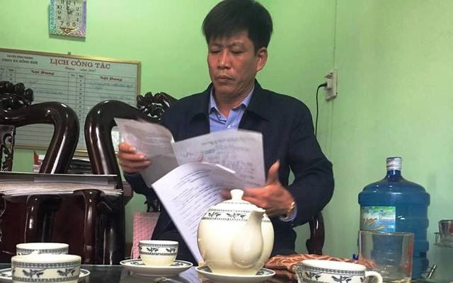Ông Nguyễn Hữu Tám, Chủ tịch UBND xã Hồng khê trả lời phóng viên. Ảnh: N.H