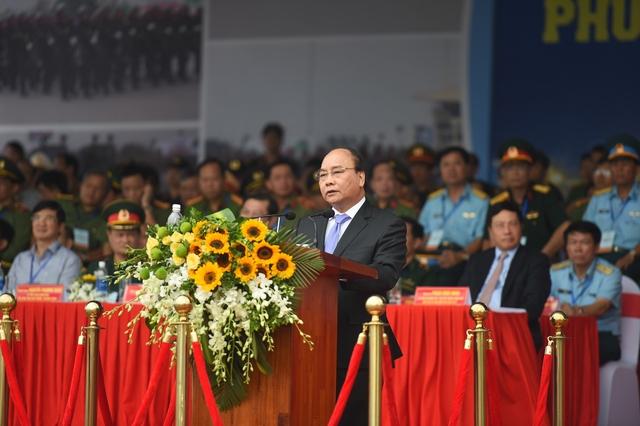 Thủ tướng Nguyễn Xuân Phúc đã dự lễ xuất quân và diễn tập phương án bảo vệ Tuần lễ Cấp cao APEC 2017 (6-11/11).