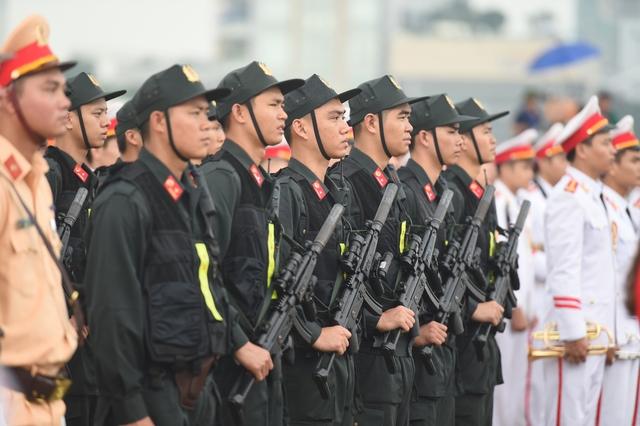 Các lực lượng sẵn sàng tham gia bảo vệ trong buổi lễ ra quân.