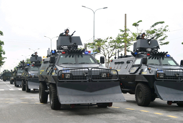Dàn xe hiện đại tham gia bảo vệ.