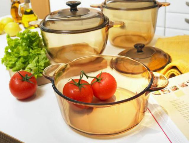Nồi nhôm, nồi thủy tinh là những loại nồi không thể sử dụng được cho bếp từ do những chất liệu trên không có từ tính.