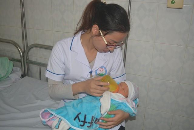 Em bé con của sản phụ Hà Thị A sau sinh đã bú tốt và dự kiến sẽ bàn giao cháu cho gia đình vào đầu tuần tới.
