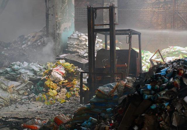 Vụ cháy xảy ra tại công ty chứa thuốc trừ sâu, thuốc cỏ, phân bón nên gây ra mùi hôi khủng khiếp