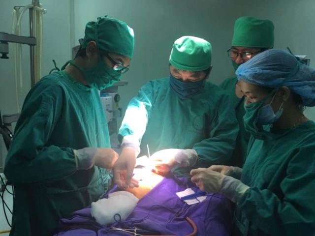 Kíp mổ của Bệnh viện Sản Nhi Quảng Ninh được khen thưởng. Ảnh: Đ.Tuỳ