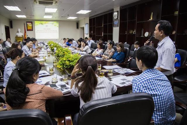 Các đại biểu bàn luận sôi nổi về vấn đề phát triển CTXH tại bệnh viện. Ảnh Công Thắng