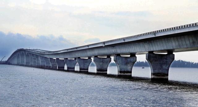 Hình ảnh cầu Tân Vũ – Lạch Huyện – cây cầu vượt biển dài nhất Việt Nam. Ảnh:TL