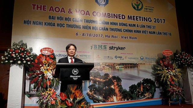 GS.TS Trần Bình Giang - Gíam đốc Bệnh viện Việt Đức phát biểu tại Đại hội.