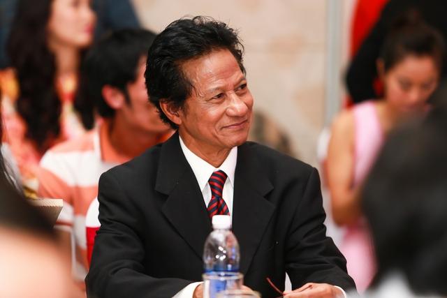 Chế Linh trong một cuộc họp báo