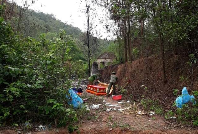 Chính quyền địa phương xã Bắc An bỏ kinh phí tiến hành mai táng cho nạn nhân. Ảnh: (Bạn đọc cung cấp)