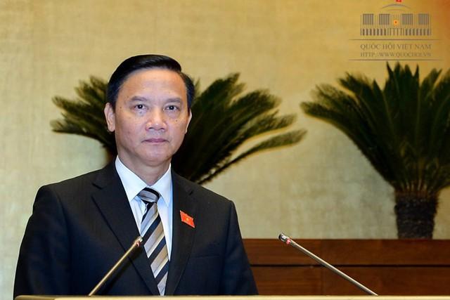 Chủ nhiệm Ủy ban Pháp luật của Quốc hội Nguyễn Khắc Định trình bày Báo cáo thẩm tra dự án Luật Đơn vị hành chính-kinh tế đặc biệt.