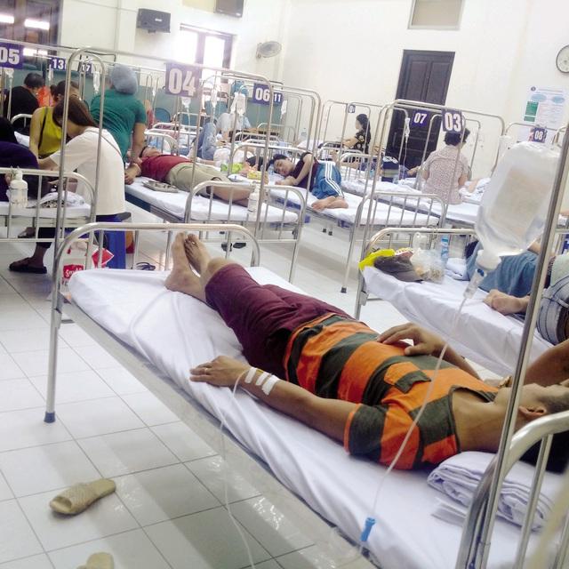 Hội trường Bệnh viện Bệnh Nhiệt đới Trung ương trở thành phòng bệnh vào trưa 9/8. ảnh: Q.T