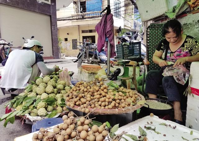 Chị Nguyễn Thị Phương lo lắng trước đề án thành phố đưa ra. Ảnh:K.O