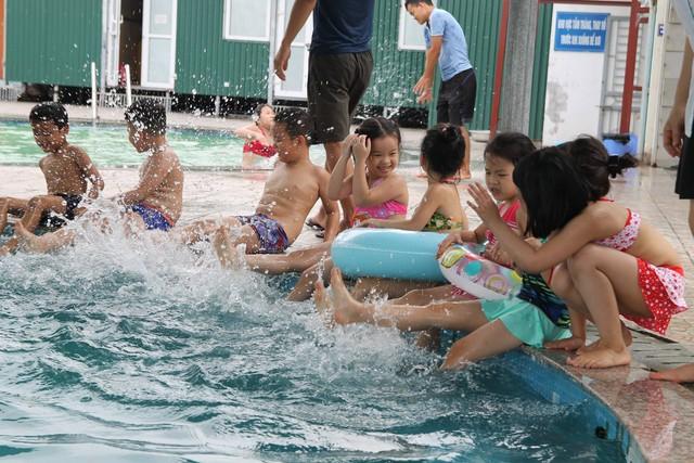 Một lớp học bơi ở bể bơi Đại Thanh (Tranh Trì - Hà Nội). Ảnh:HP